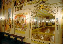 Český Krumlov Chateau - The Masquerade Hall, decorated with illusive paintings by Josef Lederer in 1748, shows nobility masquerading as characters from Italian « Commedia dell`Arte », photo by: Archiv Vydavatelství MCU s.r.o.
