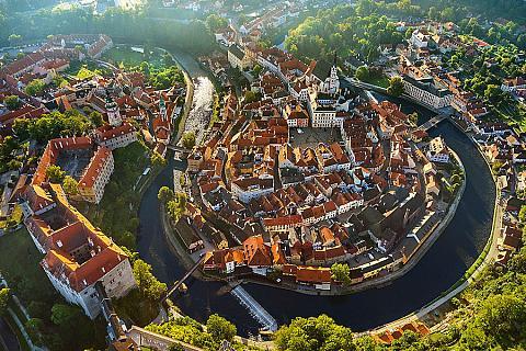 Das einmalige Stadtbild von Böhmisch Krummau ist der besonderen Lage der Stadt, die sich am Mäander der Moldau erstreckt, Bildquelle: Libor Sváček, Archiv Vydavatelství MCU
