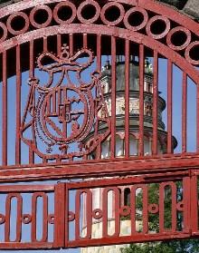 Český Krumlov - The Schwarzenberg coat of arms on the Red Gate, photo by: Archiv Vydavatelství MCU s.r.o.