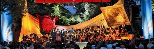 Ve městě Český Krumlov se konají festivaly s pestrou nabídkou koncertů a divadelních představení., foto: Archiv Vydavatelství MCU s.r.o.